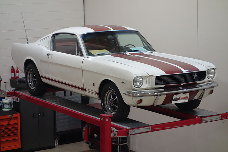/1966-ford-mustang-white-red-stripes